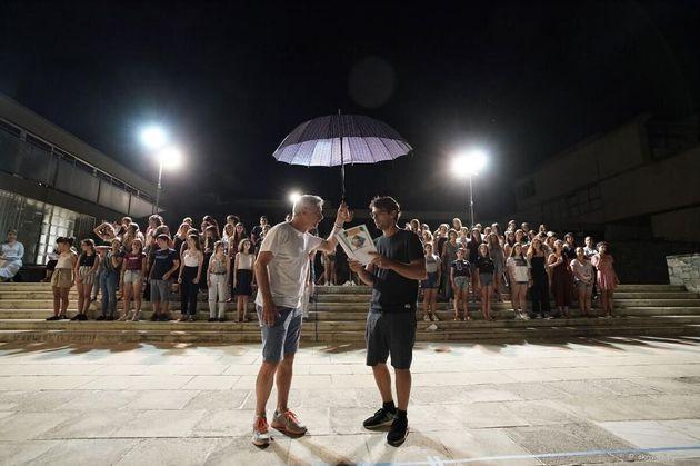 Οι ηθοποιοί Αλέξανδρος Αντωνόπουλος (αριστερά) και ο Αποστόλης Τότσικας στις πρόβες.