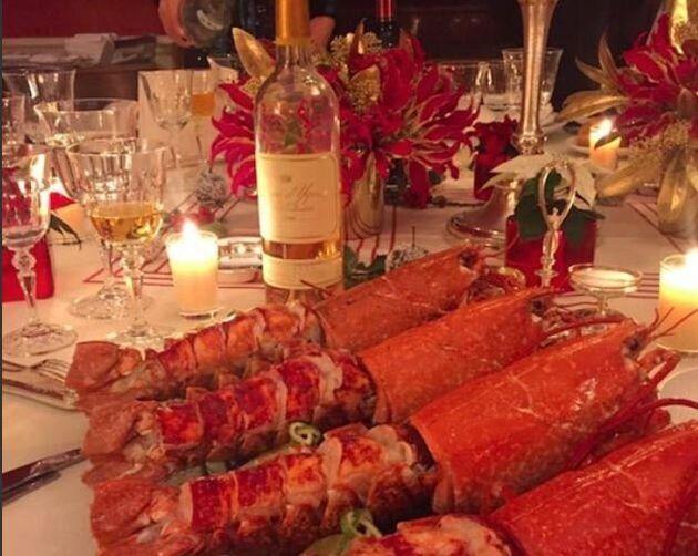 Γαλλία: Πέντε αστακοί και κρασί αξίας 500 ευρώ...έπεσαν βαριά στον