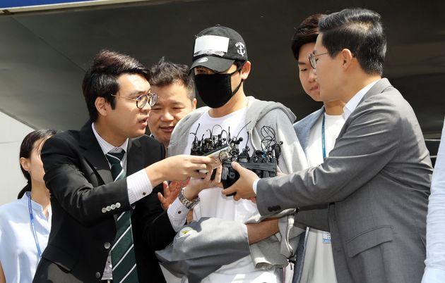 '성폭행 혐의' 강지환에게 구속영장이