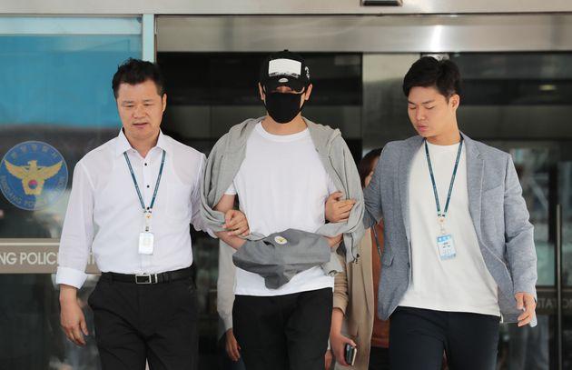 성폭행 혐의를 받고 있는 배우 강지환씨(본명 조태규)가 12일 오전 구속 전 피의자 심문(영장실질심사)를 받기 위해 경기도 성남시 분당경찰서에서 호송차로 향하고