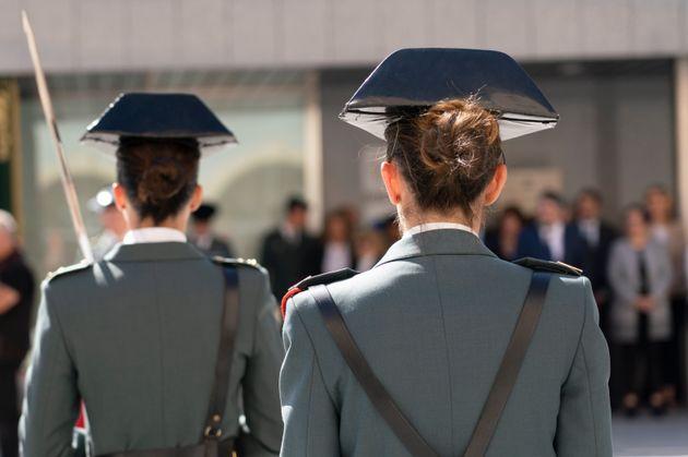 Dos miembros de la Guardia Civil, durante un homenaje a las mujeres del Cuerpo, el pasado septiembre,...