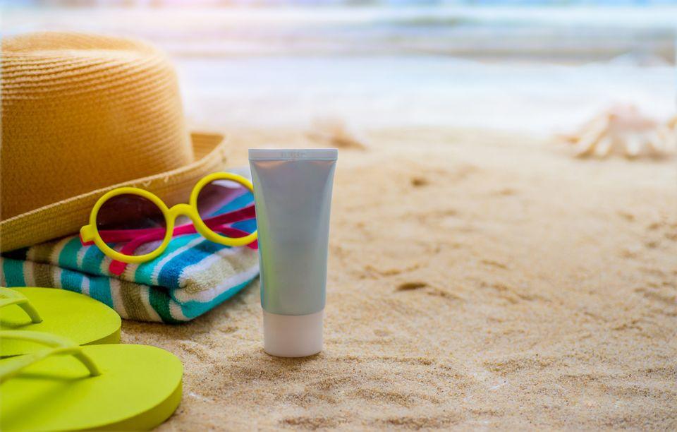 Τα 10 tips του δερματολόγου για τα αντηλιακά που πρέπει να