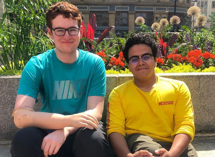Philippe et Saoud vont se rendre dans des camps de jour de la région de Montréal pour parler de leur expérience aux enfants.