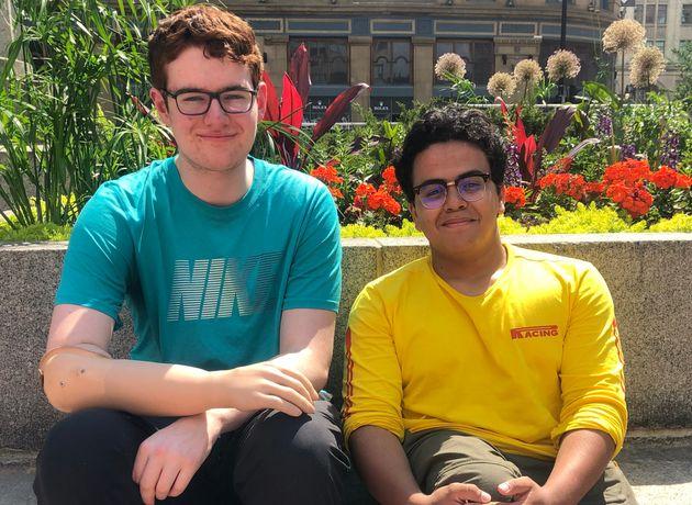 Philippe et Saoud vont se rendre dans des camps de jour de la région de Montréal pour parler...