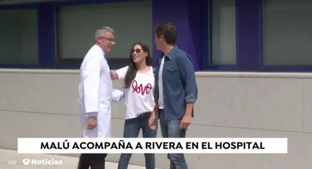 La camiseta de Malú en su aparición con Rivera lo dice todo: más claro,