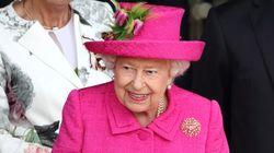 Un homme dérange la reine Elizabeth II pendant son