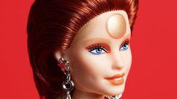 David Bowie é homenageado com uma edição especial da Barbie vestida como Ziggy