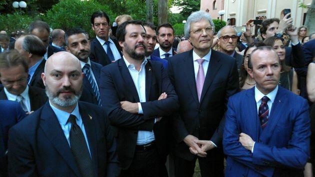 Salvini accanto a Savoini e Ferrari durante la Festa della Russia al