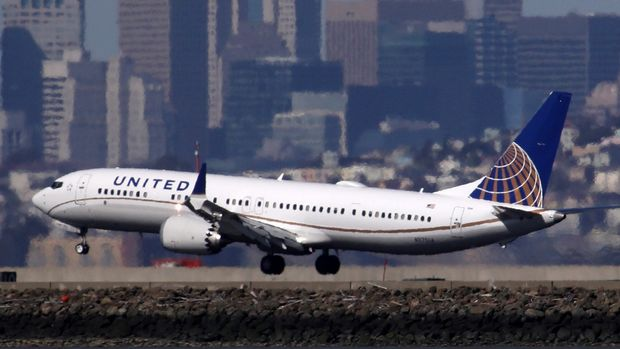 BURLINGAME, CALIFORNIA - MARCH 13: A United Airlines Boeing 737 Max 9 aircraft lands at San Francisco International Airport on March 13, 2019 in Burlingame, California. The United States has followed countries around the world and has grounded all Boeing 737 Max aircraft following a crash of an Ethiopia Airlines 737 Max 8.  (Photo by Justin Sullivan/Getty Images)