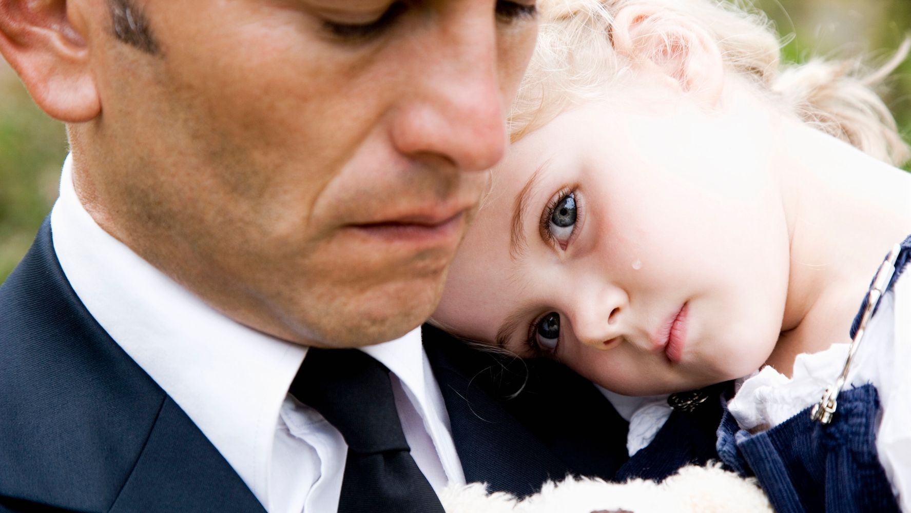 Here's How To Help Your Child Say Goodbye To A Loved One At A Funeral