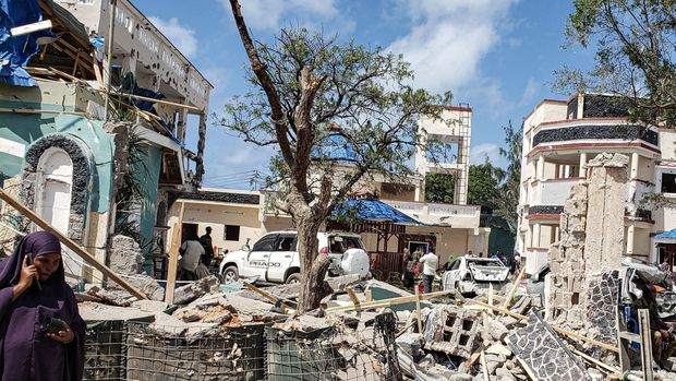 A view taken on July 13, 2019 shows the rubbles of the popular Medina hotel of Kismayo, a day after at least 26 people, including several foreigners, were killed and 56 injured in a suicide bomb and gun attack claimed by Al-Shabaab militants. - A suicide bomber rammed a vehicle loaded with explosives into the Medina hotel in the port town of Kismayo before several heavily armed gunmen forced their way inside, shooting as they went, authorities said. (Photo by STRINGER / AFP)        (Photo credit should read STRINGER/AFP/Getty Images)