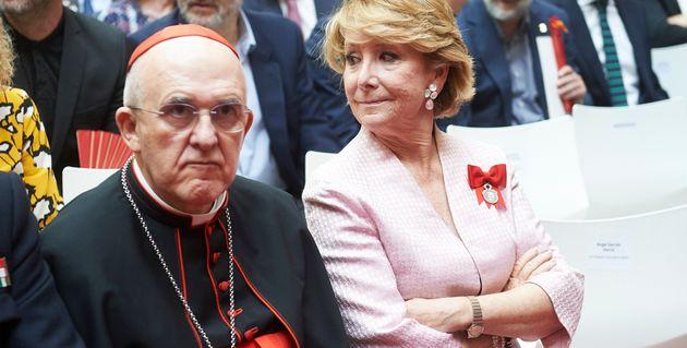 El arzobispo de Madrid, Carlos Osoro. A la derecha, Esperanza