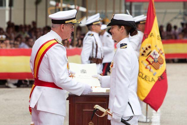 Vanessa Antuña, primera mujer número 1 en la promoción de sargentos de la
