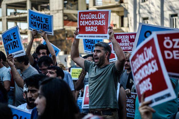 Turquie: 3 ans après le putsch, des victimes des purges en