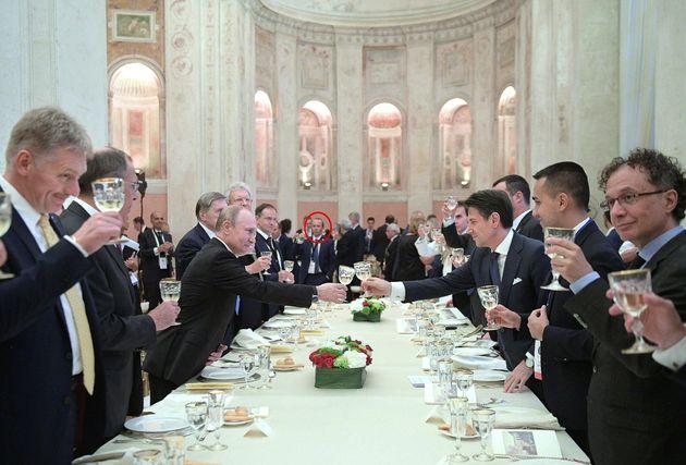 Savoini alla cena per Putin. Spunta la mail di invito che smentisce