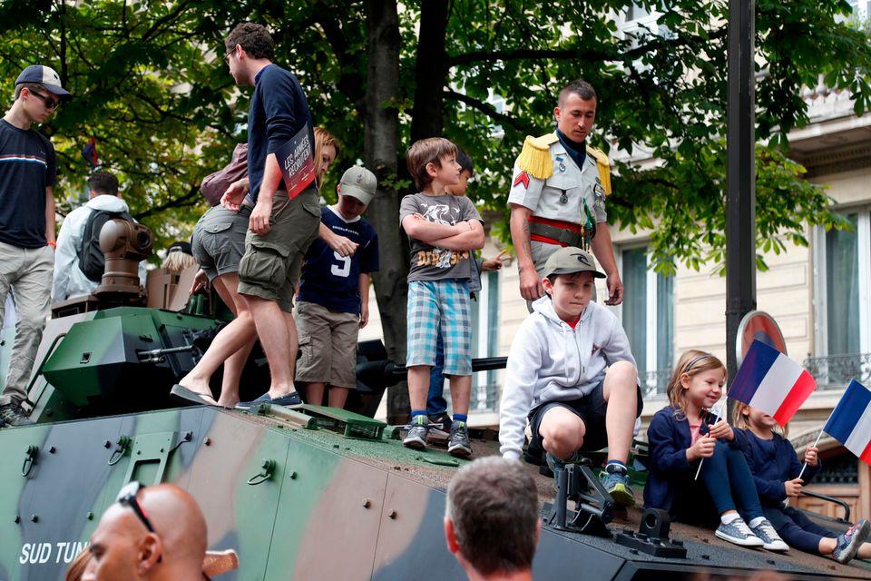 Με επιβλητική στρατιωτική παρέλαση γιορτάστηκε η Ημέρα της Βαστίλης στο