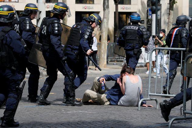 Επεισόδια με 152 συλλήψεις στη Γαλλία - Ανάμεσά τους και μέλη των Κίτρινων