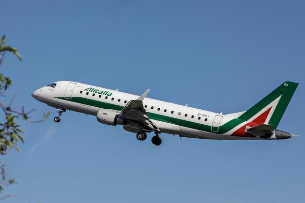 Arrivate le offerte per Alitalia, il pallino ad