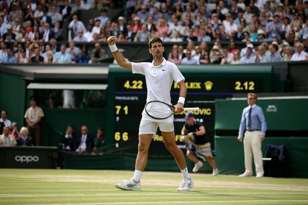 Novak Djokovic batte Roger Federer in una finale-maratona storica di