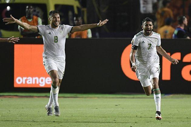 Riyad Mahrez (à droite) après la qualification de l'Algérie en finale de la Can