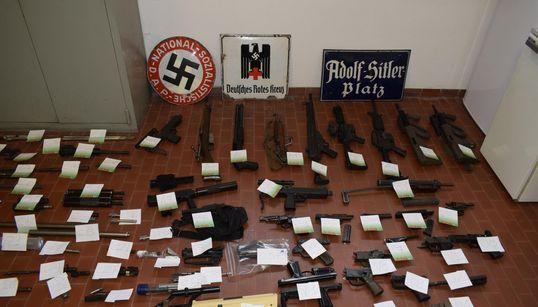 BLITZ NEL NORD ITALIA - Sequestrato arsenale da guerra a estremisti di