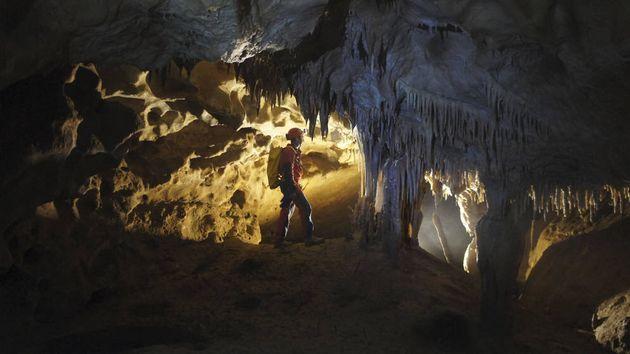 Buscan a tres espeleólogas catalanas en una cueva de Arredondo