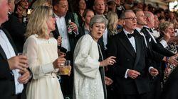 ¡Mamma mia!: Theresa May se desmelena otra vez al son de