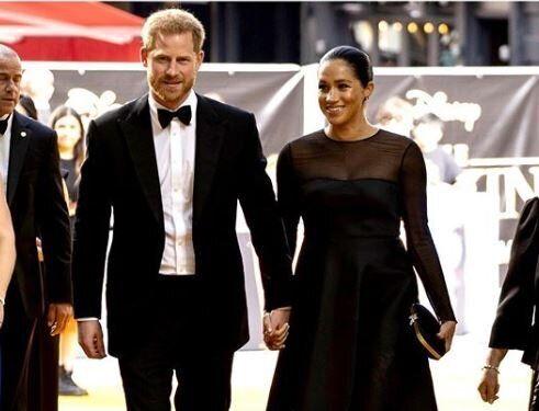 Χάρι και Μέγκαν στο κόκκινο χαλί: Το φόρεμα των 3.454 λιρών, η εκθαμβωτική Μπιγιονσέ και οι ευχές του...