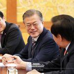 """문 대통령이 일본에 """"우리 정부에 대한 중대한 도전""""이라고"""