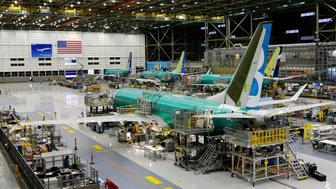 En esta imagen del 7 de diciembre de 2015 se ve la construcción del segundo avión Boeing 737 Max en la planta de Renton, Washington. (AP Foto/Ted S. Warren, Archivo)