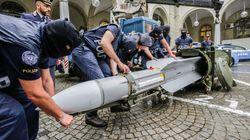 3 metri e mezzo di missile con tanto di pulsante rosso. Il video del sequestro agli estremisti di