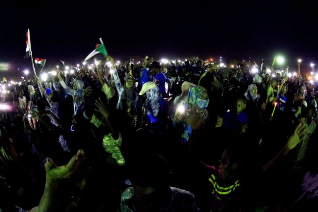 Avec l'internet rétabli, les Soudanais revivent la terreur de la