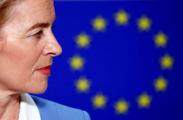 Εγγυημένος κατώτατος μισθός για όλους στην ΕΕ και ενιαίο επίδομα ανεργίας; Οι προτάσεις της φον ντερ