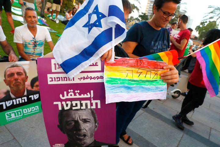 Hundreds protested in Tel-Aviv on Sunday, calling on Rafi Peretz to resign.