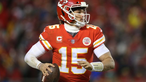 KANSAS CITY, MO - JANUARY 20: Kansas City Chiefs quarterback Patrick Mahomes (15) looks to pass in the third quarter of the AFC Championship Game game between the New England Patriots and Kansas City Chiefs on January 20, 2019 at Arrowhead Stadium in Kansas City, MO. (Photo by Scott Winters/Icon Sportswire via Getty Images)