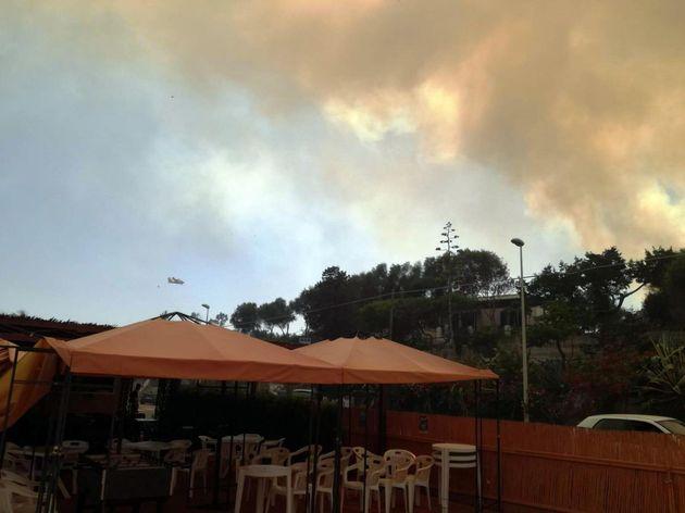 Incendio in Sardegna, turisti scappano dall'Hotel a piedi verso la
