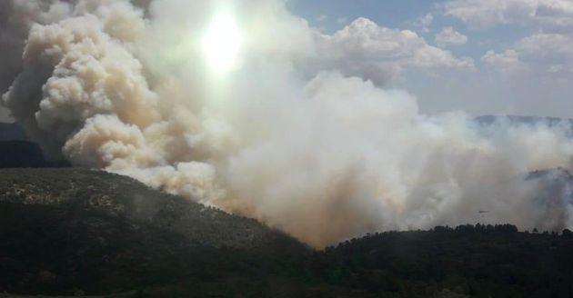Un incendio en Beneixama (Alicante) obliga a desalojar al menos a 45