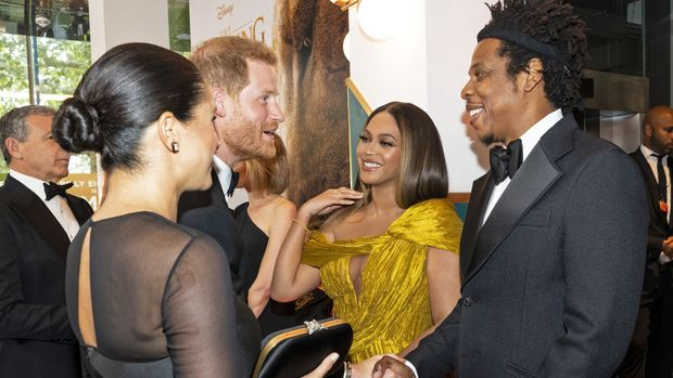 Britain's Prince Harry, Duke of Sussex (3rd L) and Britain's Meghan, Duchess of Sussex (2nd L) meet cast and crew, including US singer-songwriter Beyoncé (C) and her husband, US rapper Jay-Z (R) as they attend the European premiere of the film The Lion King in London on July 14, 2019. (Photo by Niklas HALLE'N / POOL / AFP)        (Photo credit should read NIKLAS HALLE'N/AFP/Getty Images)