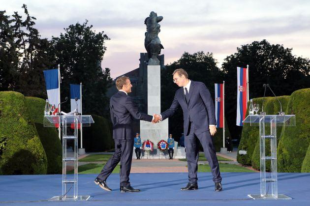 """Emmanuel Macron a inauguré, en Serbie un monument censé""""renouer des liens"""