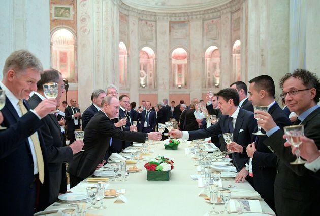 Russiagate, M5s prepara la Commissione d'inchiesta. La Lega valuta se