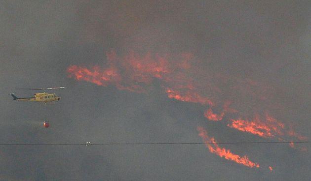 El fuego de Beneixama afecta a unas 830 hectáreas y obliga a desalojar a 80