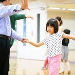 「ダンスには、心の栄養となる体験が詰まっている」。10代から脳の病気を抱えてきた女性が子どもたちに教えたいこと。