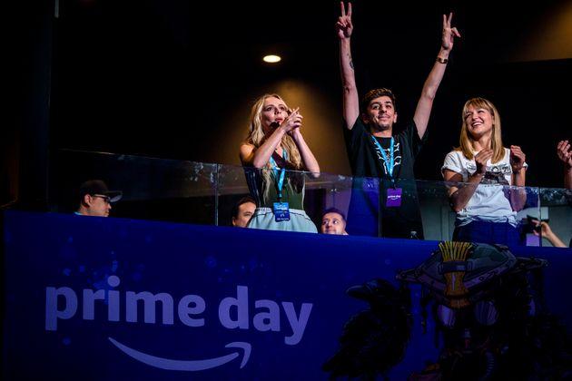 «Είμαστε άνθρωποι όχι ρομπότ» φώναξαν χιλιάδες απεργοί - εργαζόμενοι της Amazon σε ΗΠΑ και