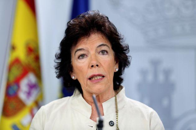 Celaá insta a Iglesias a retirar la consulta para recomponer la negociación con el