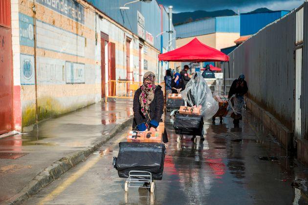 Le Maroc interdit le passage de revendeurs de vêtements neufs à la frontière avec