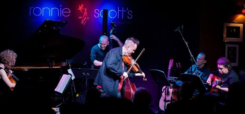 Ο σούπερ σταρ του βιολιού Νάιτζελ Κένεντι επιστρέφει στο Ηρώδειο με τις «Τέσσερις Εποχές» του