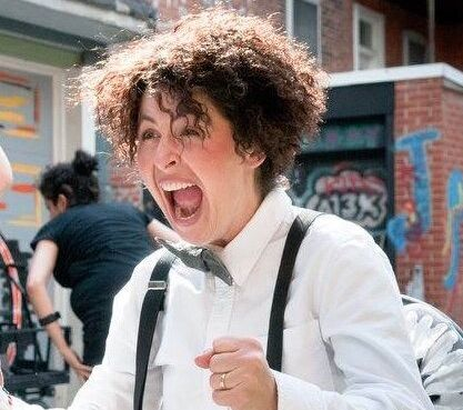 Aller rencontrer les gens dans la rue, prendre d'assaut des places publiques de façon impromptue, c'est une particularité du clown.