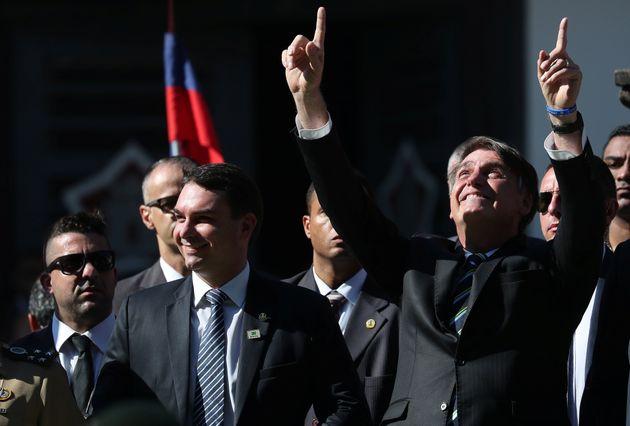 Escândalo que envolve Flávio Bolsonaro veio à tona após posse de seu pai,...
