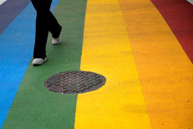 Un passage pour piétons aux couleurs de l'arc-en-ciel à Philadelphie