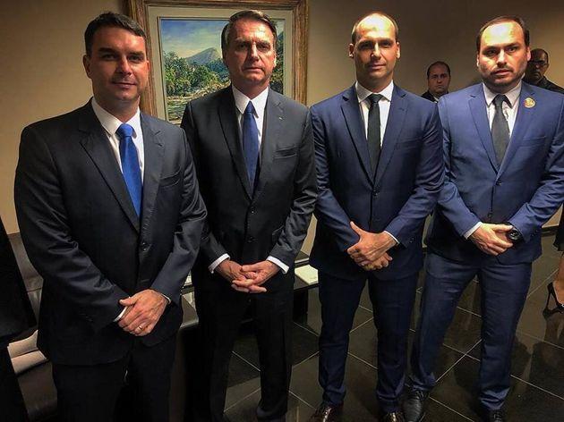 O clã Bolsonaro, da direita para esquerda: Flávio, Jair, Eduardo e